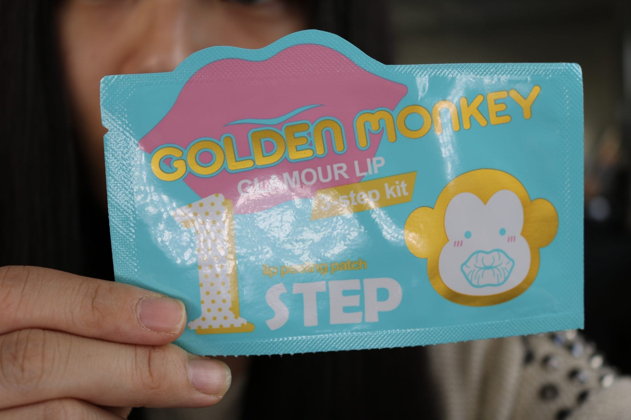 holika-holika-golden-monkey-glamour-lip-patch-step-1